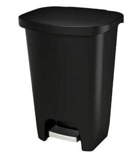 Glad plastic hands-free trash can with 13 gallon capacity
