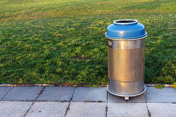 outdoor trash bin with 30 gallon capacity