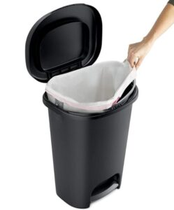 Rubbermaid 2007867 waste bin with plastic liner