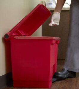 Rubbermaid 8 gallon plastic garbage bin for office