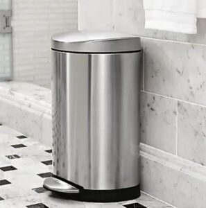 10 gallon garbage can with lid